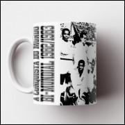 Caneca Santos - Bi-Mundial 1962/1963 (Coleção Grandes Momentos do Futebol) - Porcelana 325ml